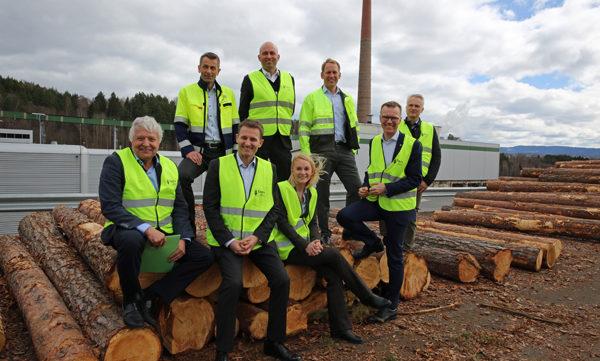 Målet er ny industri på Follum. Her ser vi Rolf Jarle Aaberg (Treklyngen), Olav Mosvold Larsen (Avinor), Kjetil Bockmann (Vardar), Erik Lahnstein (Norges Skogeierforbund), Egil Smevoll (Vardar), Olav Breivik (Viken), Håvard Moe (Elkem) og Lise Matre Wulff (Elkem).