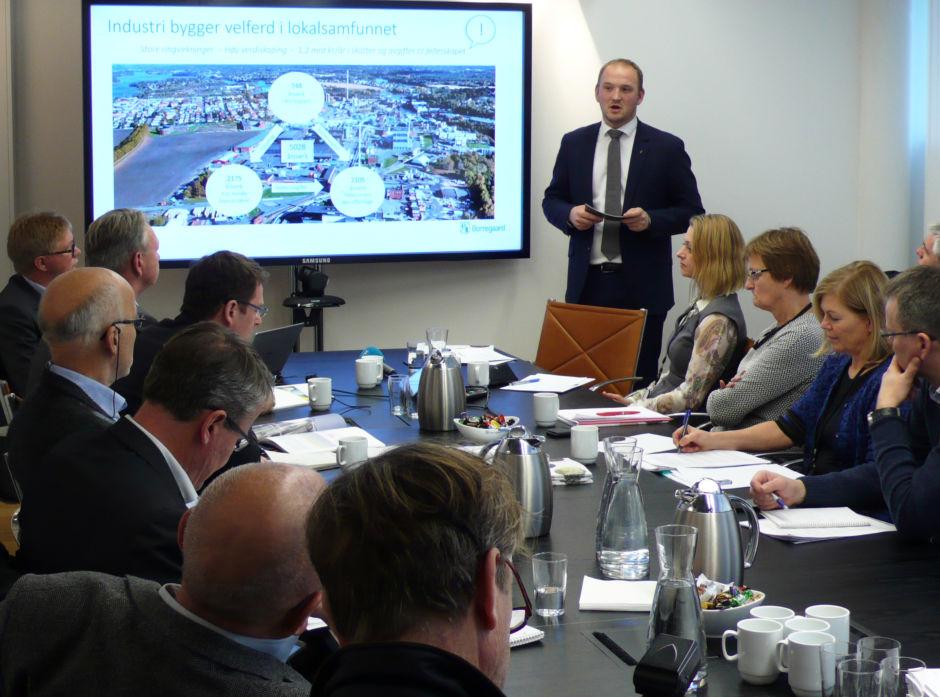 Landbruks- og matminister Jon Georg Dale presenterer regjeringens bioøkonomistrategi på Borregaard i Sarpsborg.