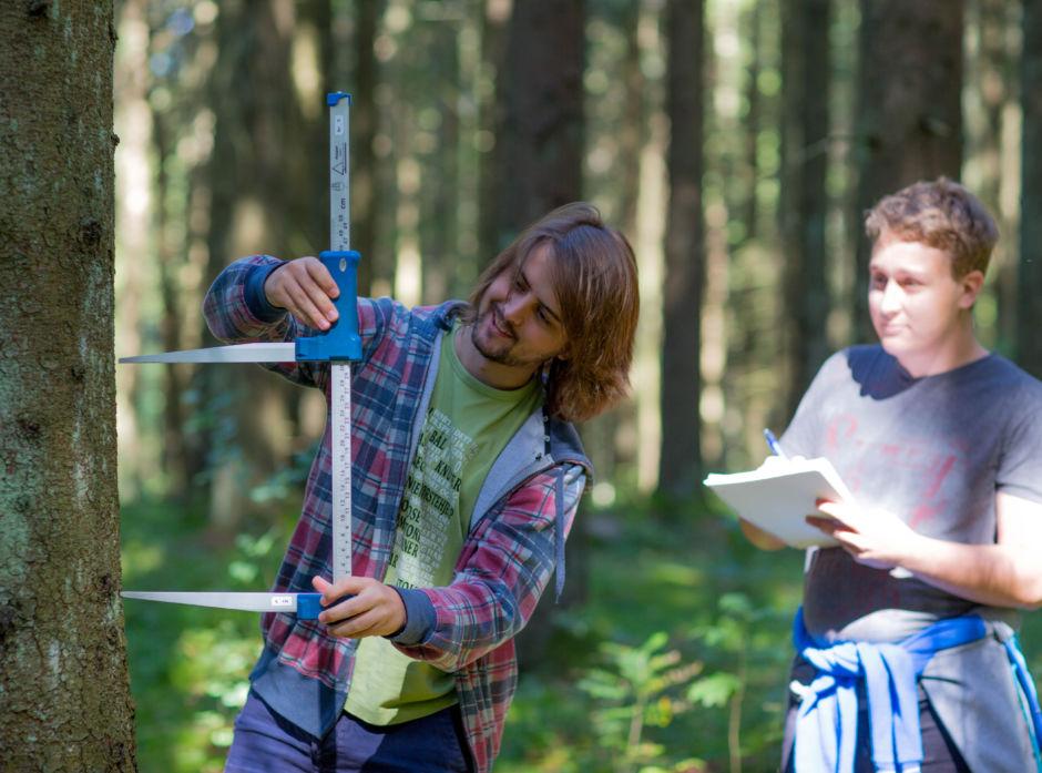 Skogfag er populært blant ungdommen. Dette bildet er tatt ved studiestart 2016 på NMBU.