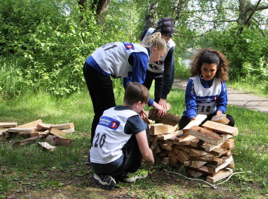Skoglekene skal gi 5. klassingene en spennende og lærerik opplevelse i nærskogen. Her fra Skoglekene i 2017.