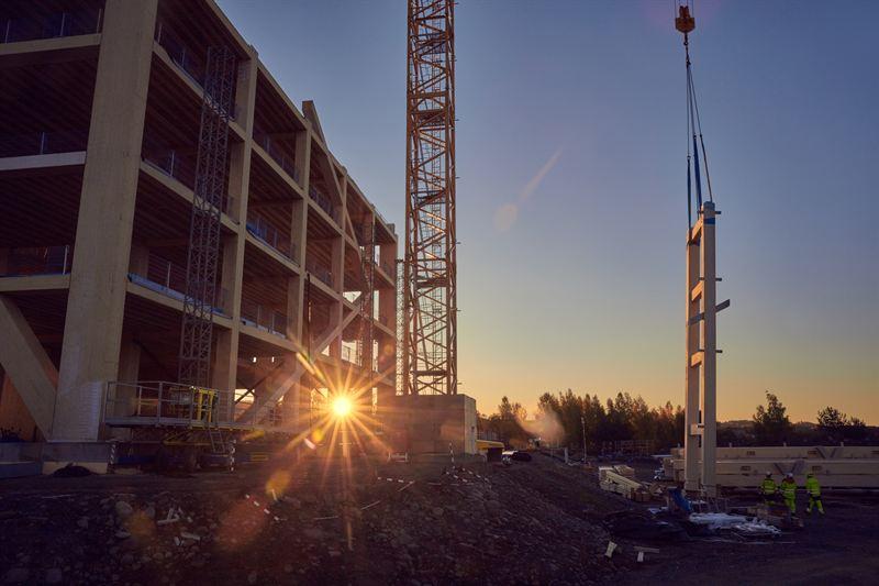 Mjøstårnet får 18 etasjer og blir 81 meter høyt. Bygget skal etter planen stå ferdig 1. mars 2019.