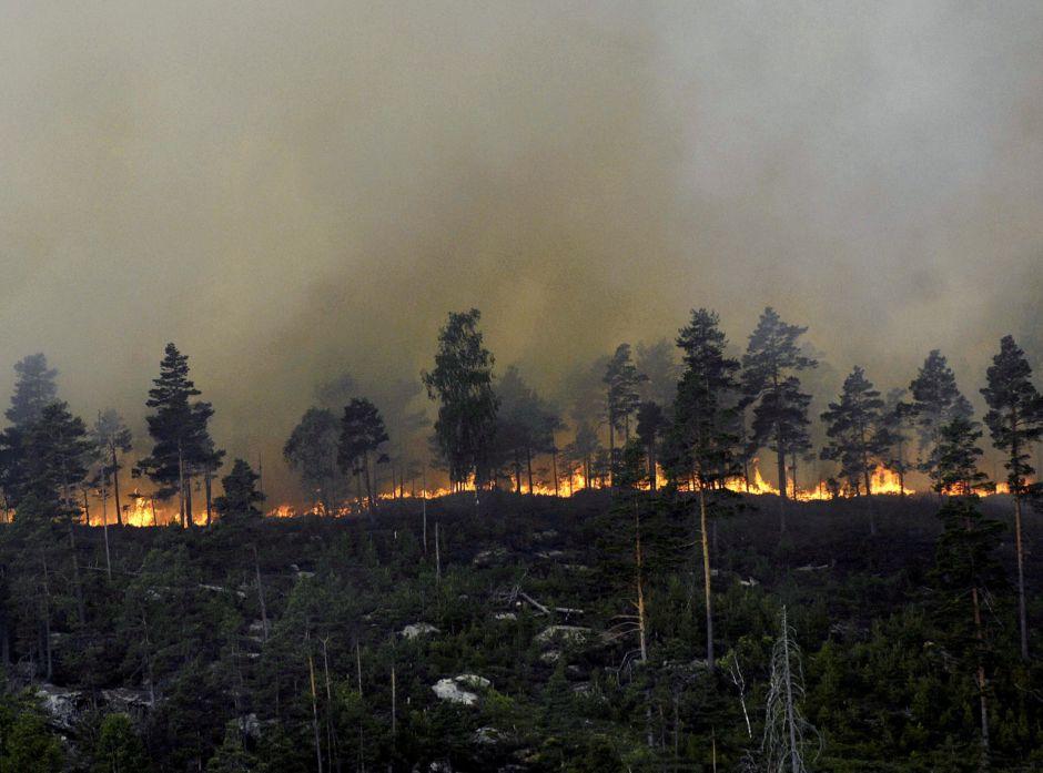 En liten gnist i knusktørr skogbunn kan bli fatal. Her fra skogbrannen på Sørlandet. Foto: Agderposten.