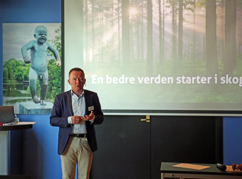 Styreleder Olav A. Veum holder sin gjennomgang for årsmøtet i Norges Skogerforbund i 2018.