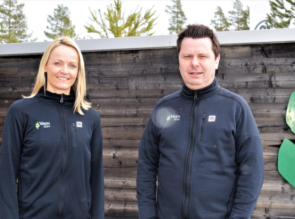 Økonomisjef Mette Bjørgen og daglig leder Tor Henrik Kristiansen i Viken Skog kan se tilbake på et godt år. Foto: Viken Skog.
