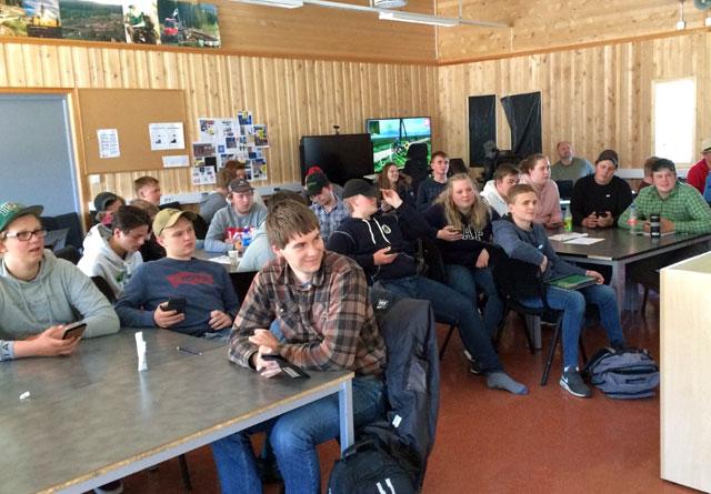 Etter foredragene avsluttet elevene på Sønsterud med en kahoot rundt temaet skog og klima.