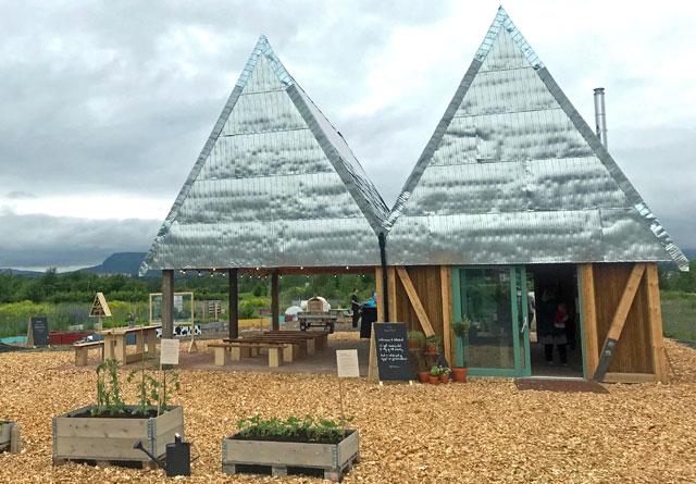 De ferdige felleshusene for parsellhageeierne på Fornebu.